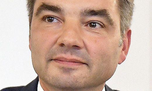 Von Innenminister Wolfgang Peschorn gesucht: Der Leiter der neuen Asyl-Bundesagentur