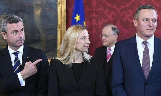 Mario Kunasek (re. von Juliane Bogner-Strauß) lehnte Norbert Hofers Vorsitzrolle bisher ab