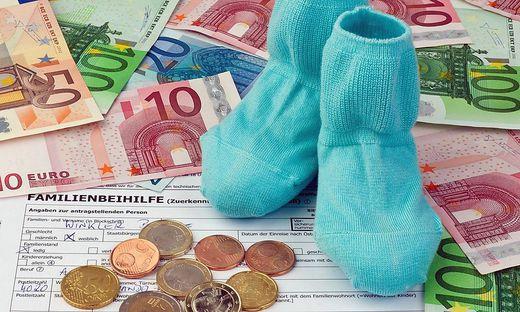 Antrag auf Familienbeihilfe in Österreich BLWX020797 Copyright xblickwinkel McPhotox ErwinxWodickax