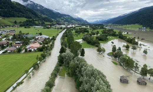 Hagelversicherung: Massive Ueberschwemmungsschaeden entlang der Alpennordseite