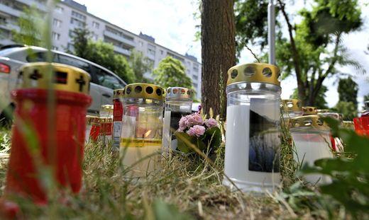 Mit Kerzen und Blumen wird am Fundort der getöteten 13-Jährigen gedacht