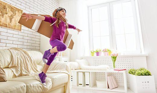 fenster kindersicher machen risiko von fensterst rzen im m rz besonders hoch. Black Bedroom Furniture Sets. Home Design Ideas