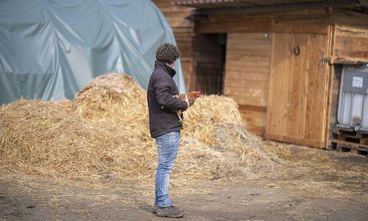 Dominik H. vor seinem Hof in Bad St. Leonhard. Die AMA habe hier kontrolliert und keinerlei Mängel festgestellt