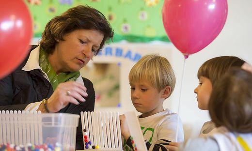 Ursula Lackner, Landesrätin für Bildung und Gesellschaft, ist für die Kinderbetreuung zuständig