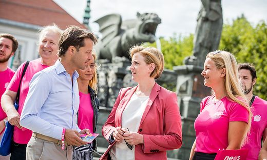 Auf Wahlkampf in Klagenfurt: Beate Meinl-Reisinger und Markus Unterdorfer-Morgenstern