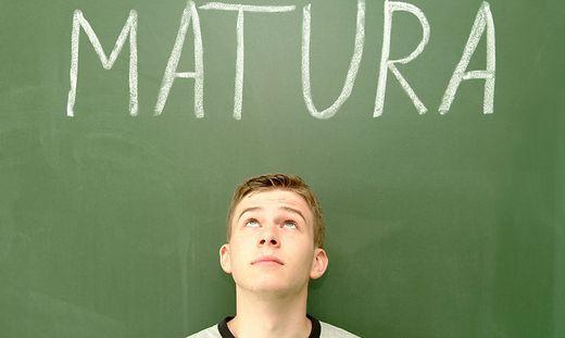 Symbolbild Matura - school leaving examination,sie sind reif fuer die arbeitswelt
