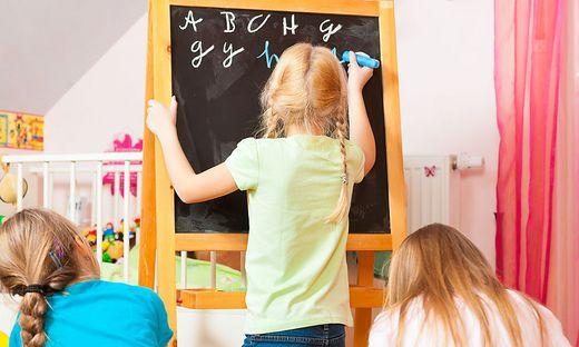 In mehreren Bezirken werden illegale Privatschulen vermutet