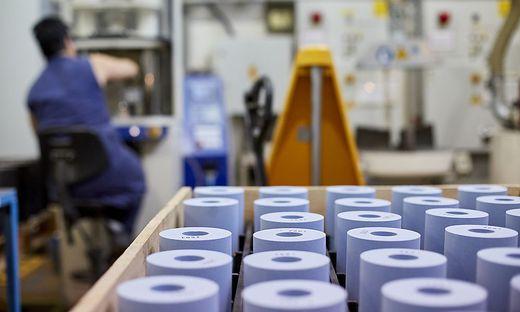 Keine Post-its, sondern Schleifscheiben stellt 3M im Villacher Werk her