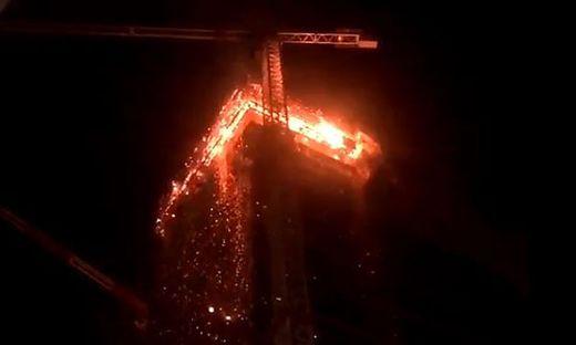 """Brennende Gebäudeteile des """"The Warsaw Hub"""" fielen in die Tiefe"""