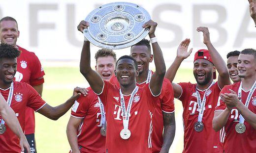 Fussball Bundesliga Saison 2019-2020 Spiel VfL Wolfsburg - FC Bayern Muenchen Deutscher Fussball Meister 2020 ALABA Dav
