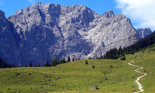 Erholung beim Gehen - Kraft tanken beim Wanderurlaub in der Tiroler Silberregion Karwendel