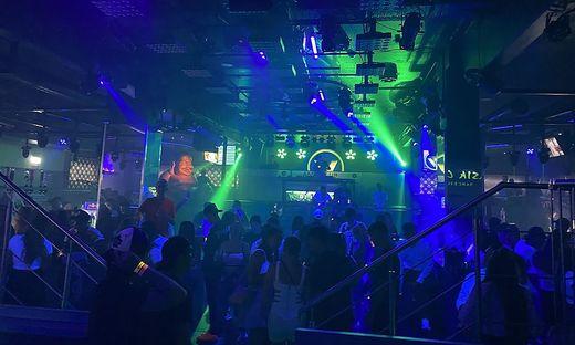 Eine gefüllte Tanzfläche wie diese im V-Club könnte bald Geschichte sein