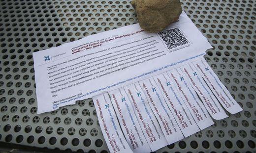 Im Strandbad wird für die Petition geworben