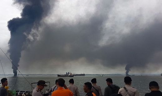 Ölteppich vor Insel Borneo: Behörden rufen Notstand aus