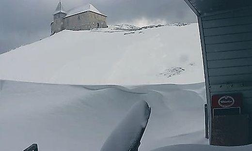 Die Kamera am Gipfelhaus zeigt den Schnee der letzten Tage