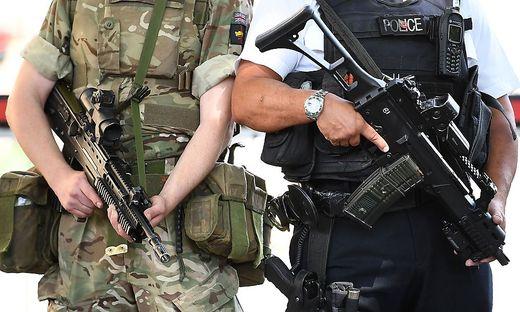 Der britische Premier BorisJohnsonwill zur Kontrolle schärferer Corona-Maßnahmen in England möglicherweise auch das Militär einsetzen