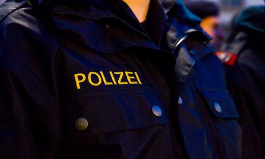 Polizisten nahmen den jungen Mann fest (Sujetbild)