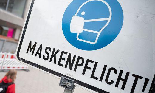 Ansteckungsgefahr trotz Maske bei Niesen und Husten