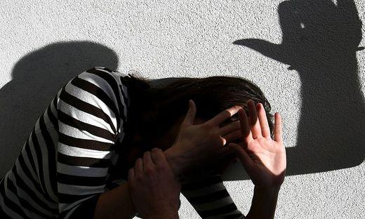 Das Mädchen wurde für Geld, Zigaretten, Alkohol und einen Schlafplatz zur Prostitution gezwungen