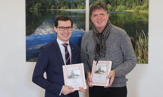 Bürgermeister Stefan Hofer und Autor Hannes Putzgruber