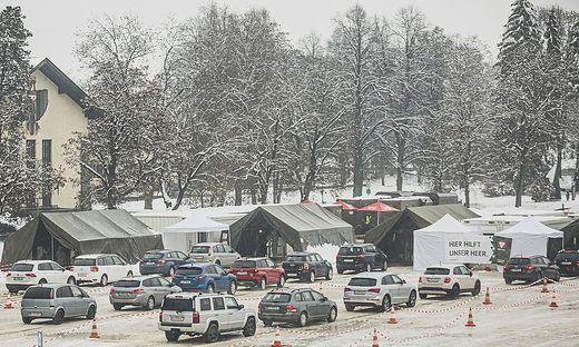 Drei Drive-In-Teststationen wurden in der Khevenhüllerkaserne zur Verfügung gestellt