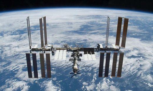 ISS-Umlaufbahn ausserplanmaessig um 1,7 Kilometer angehoben