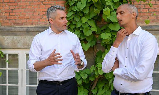 Innenminister Karl Nehammer mit Migrationsminister Mattias Tesfaye