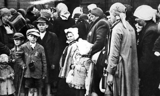 Kinder bei ihrer Ankunft in Auschwitz