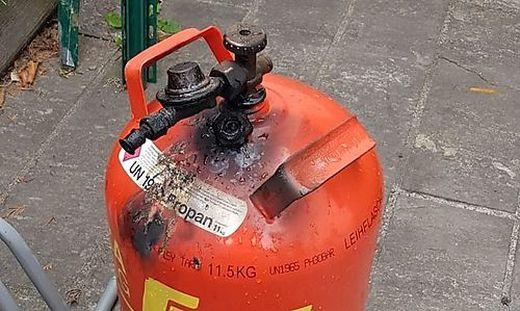 Die Gasflasche geriet aus ungeklärter Ursache in Brand