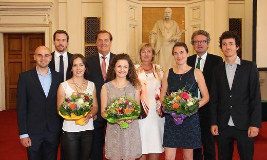 Preisträger mit Honorarkonsul Rudi Roth, Rektorin Christa Neuper und Landesrat Chistopher Drexler