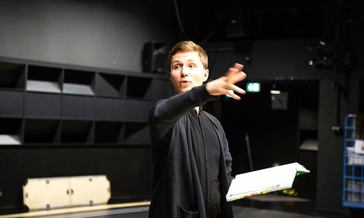 In der Spielzeit 2016/2017 inszenierte Wachernig erstmals eigenständig am Gärtnerplatztheater