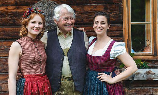 Designerin Lena Hoschek (rechts) ließ sich das Shooting nicht entgehen