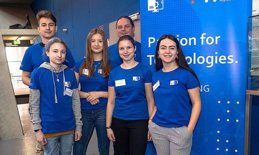 Sie führten stolz durch ihre FH: Walter Islebe, Vanessa Mischkounig, Lisa Krenn, Franz Philipp Kraushofer, Katrin Podgornik und Theresa Steinwender