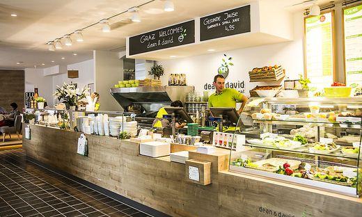 Salate, Sandwiches und Bowls wird es künftig auch im Un-Viertel geben.