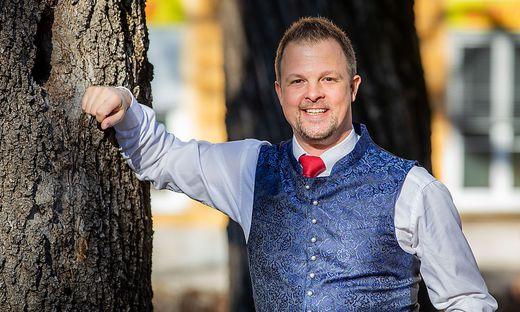 Jörg Remschnig ist Cheforganisator des Kärntnerballs in Liebenfels. Er holte bereits bekannte Musiker wie Nik P. oder Petra Frey ins Glantal