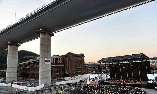 Feierliche Einweihung der neuen Brücke kurz vor dem zweiten Jahrestag der Tragödie