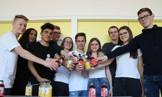 Nimm's da Kracherl: Schüler schaffen es mit Kracherl in 50