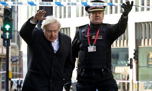 Johnson beim Lokalaugenschein am Tatort des islamistischen Verbrechens