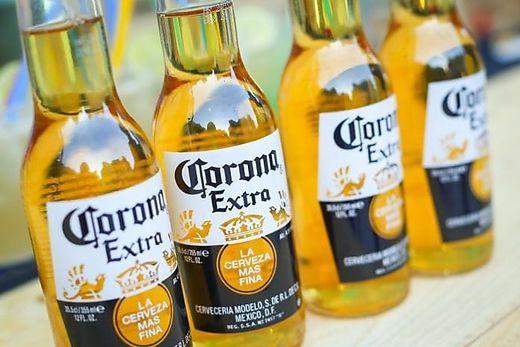 Obwohl keinerlei Zusammenhang besteht: Die Angst vor dem Coronavirus lässt auch den Absatz von Corona-Bier schrumpfen