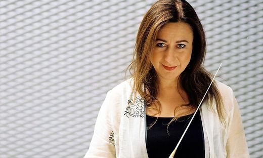 Die in Sydney geborene Dirigentin Simone Young gilt als Spezialistin für schwere Stücke.