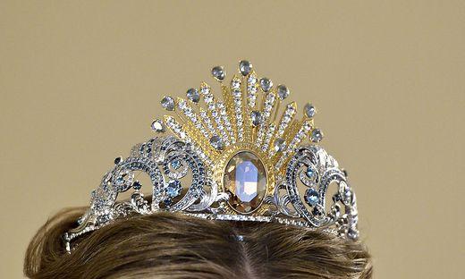Die Tiara der Debutantinnen am Opernball besteht traditionell aus Swarovski-Kristallen