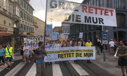 500 Aktivisten protestierten gegen das Murkraftwerk.