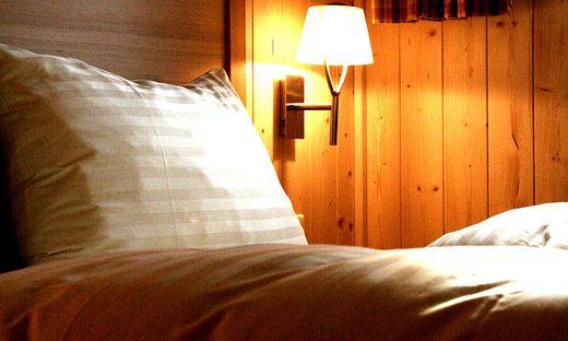 """Zwei Personen im Einzelzimmer: Eine Reinigungskraft schlug """"Alarm"""""""
