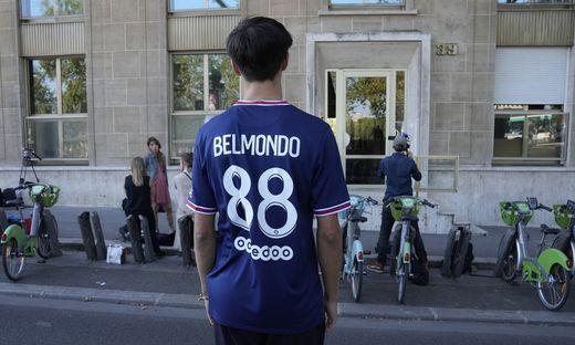 Belmondo starb im Alter von 88 Jahren - vor seiner Wohnung in Paris trauerten Fans