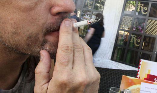 Rauch Rauchen Nichtrauchen Rauchverbot Diskussion Raucherdiskussion Rauchtrennung Trennraeume Raucher Zigarette Rathauscafe Villach