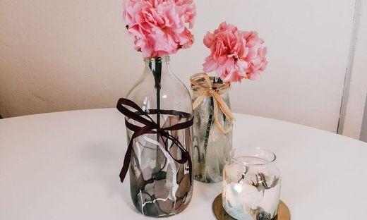 Blumenvasen mit Marmor-Optik