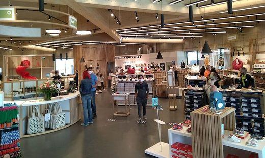 """Viel Holz, Schuhe und Accessoires: das neue Center """"Shoemakers"""""""