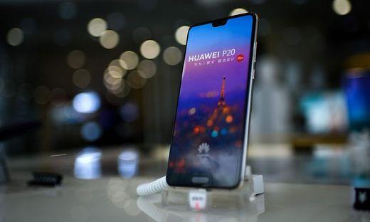 CHINA-TELECOMMUNICATION-HUAWEI-MOBILE-SAMSUNG-APPLE