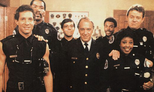POLICE ACADEMY 2: THEIR FIRST ASSIGNMENT, from left: Steve guttenberg, bubba Smith, Bruce Mahler, Howard Hesseman, Micha