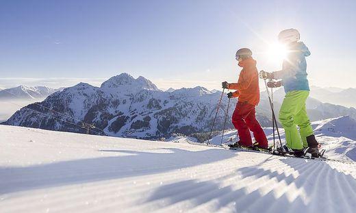 Am Ende der Saison locken viele Kärntner Skigebiete mit Sonnenskilauf. Das Panorama ist, wie hier auf dem Nassfeld, atemberaubend